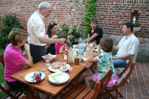 Danielle, Francis, Betty, Joffrey, David and Alyssa at dinner in Francis' back yard in Douai